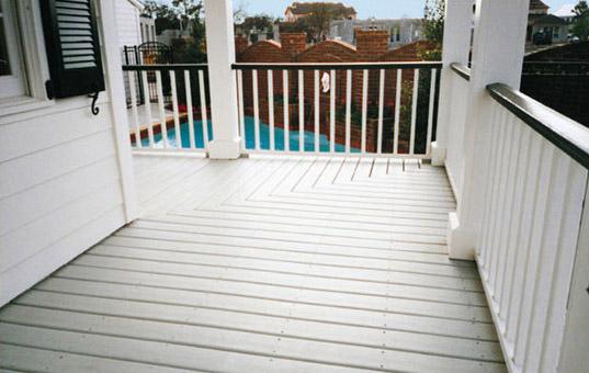 3 rev tements de sol pour votre balcon le blog du sol - Lame composite blanc ...