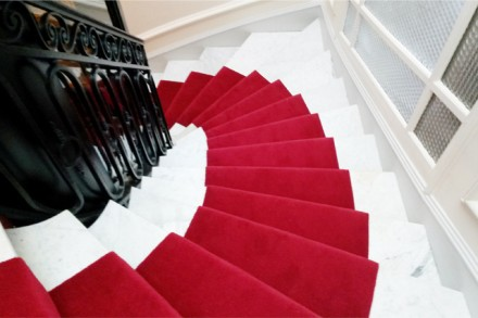 passage_d_escalier_rouge_decorasol